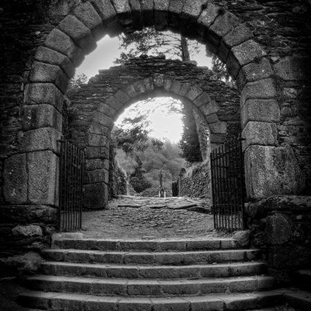 brama cmentarza w glendalough