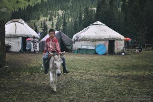 Obóz jurt w drodze do Kaindy, Kazachstan