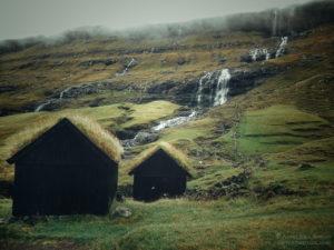 Wyspy Owcze - domki w Saksun