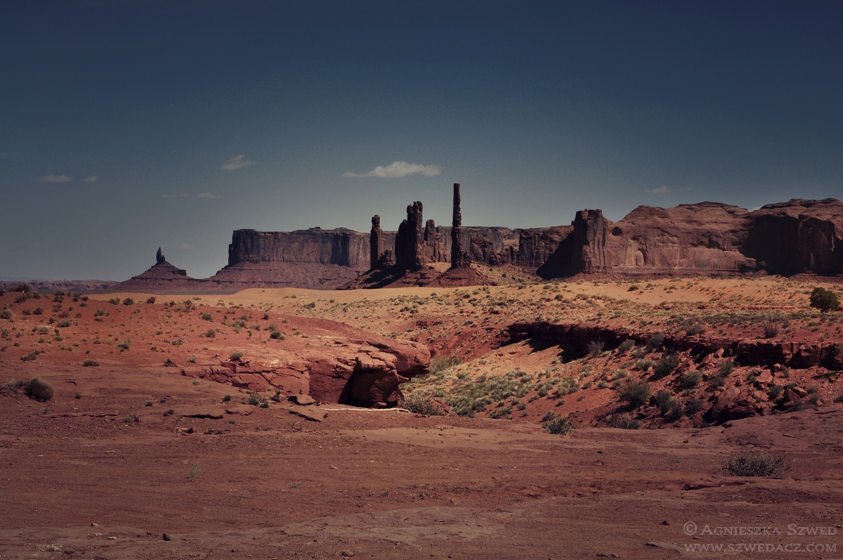 W Monument Valley