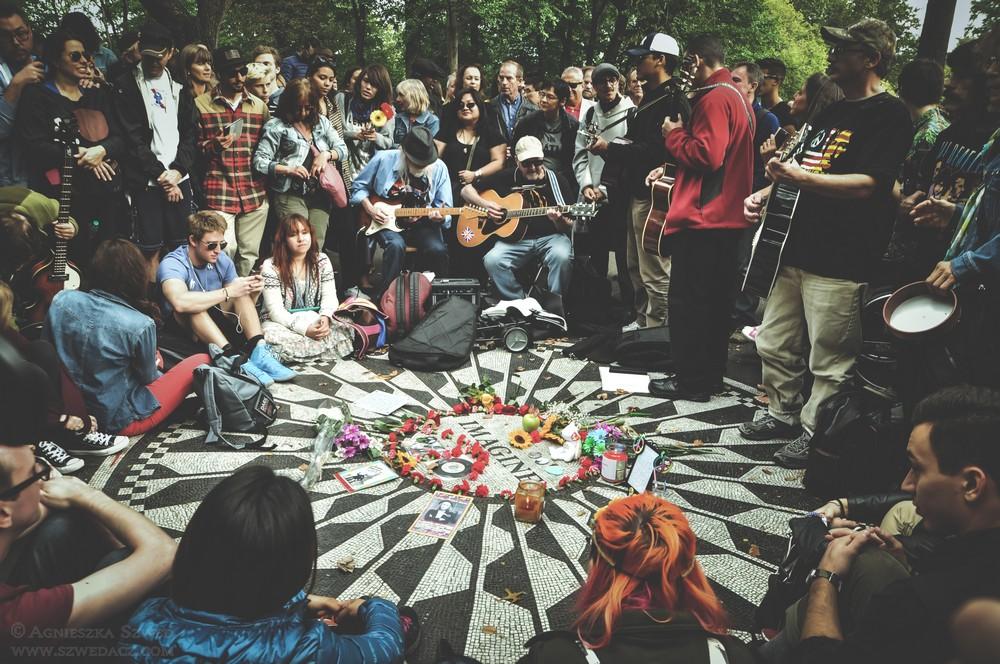 Nowy Jork - rocznica urodzin Johna Lennona w Central Parku