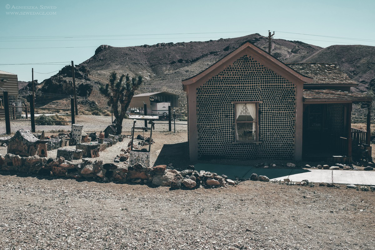Tom Kelly's Bottle House w Rhyolite