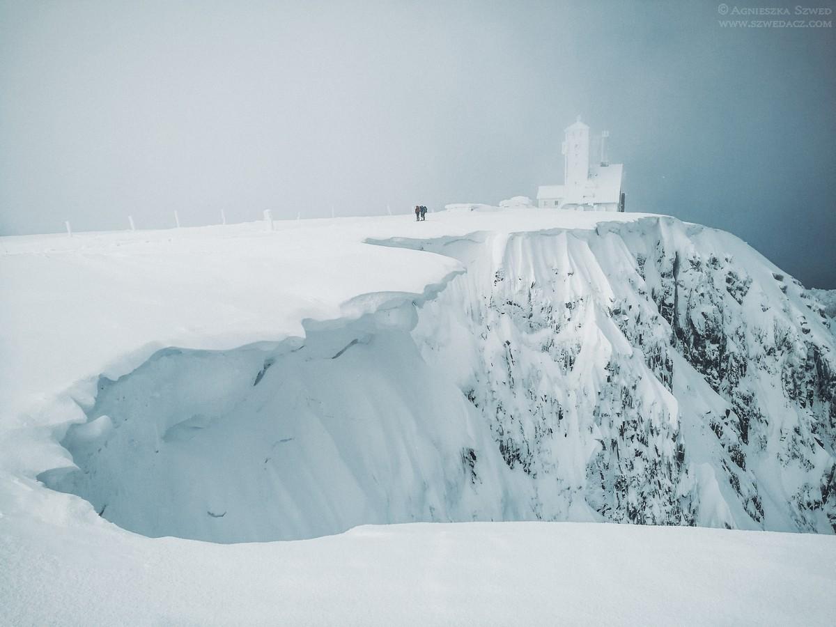Śnieżka zimą – biała bajka w Karkonoszach