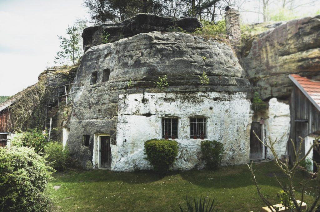 Opuszczone skalne domy w Czechach - Lhotka u Mělníka (Melnik)